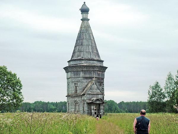 Красная Ляга. Сретенско-Михайловская церковь