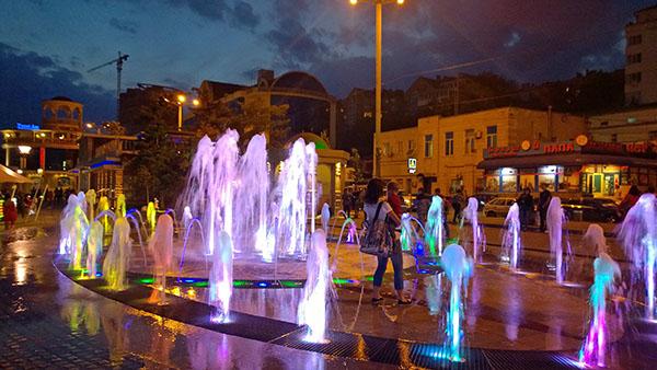 Световой фонтан на набережной Ростова