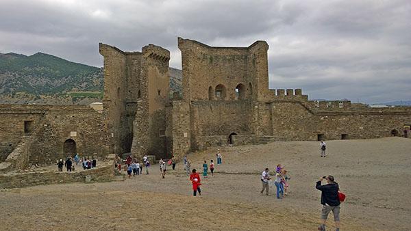 Крепостные ворота (вид изнутри)